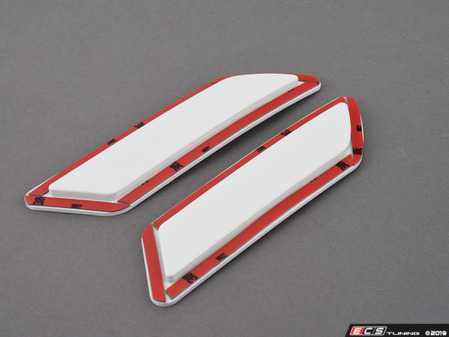 ES#3061912 - BM-0997-300 - Painted Reflectors - Alpine White - Clean up your front bumper with paint matched reflectors - AUTOTECKNIC - BMW