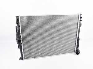 ES#4164768 - 17117562079SD2 - Radiator *Scratch And Dent* - For vehicles with automatic transmission - Genuine BMW - BMW