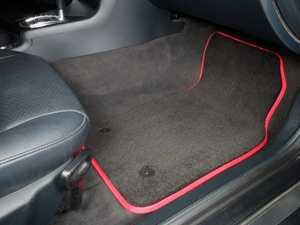 ES#2200713 - 8D0898009 - Floor Mat Set - Black / Red Piping - Round Retainers - Color Matched Mats To Complete Your Interior - Schwaben -