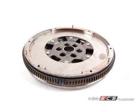 ES#2204401 - 06F105266AC - 6-Speed Manual Flywheel - Connects the engine to the clutch plate assembly - LUK - Volkswagen