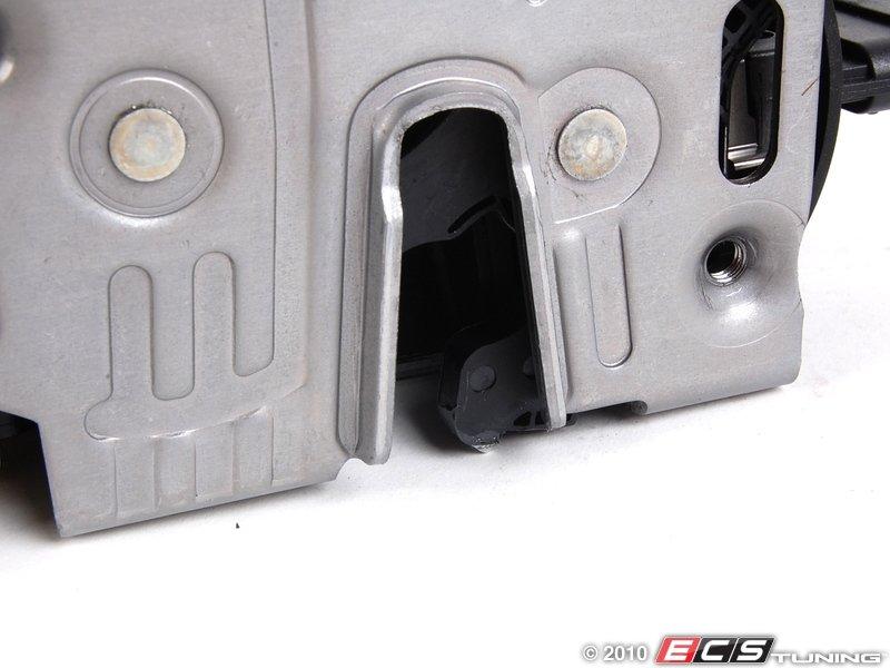 Genuine mercedes benz 1637202835 door latch lock for Mercedes benz door lock problem