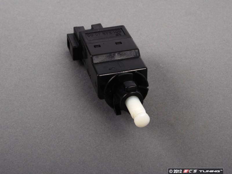 ES#1612870   0015454009   Brake Lamp Switch   Located Behind The Upper  Portion Of