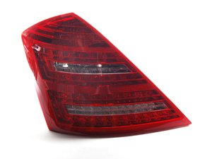 ES#1890116 - 2218201364 - Tail Lamp Assembly - Fits left side only - Genuine Mercedes Benz - Mercedes Benz