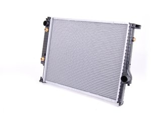 ES#2628341 - 17112241913 - Radiator - Automatic - Replace your leaking radiator. Includes integrated transmission oil cooler - Nissens - BMW