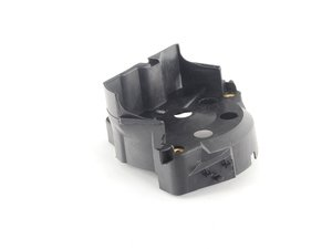 ES#2533551 - 1031580585 - Suppressor Housing - located between the distributor cap and wires. - URO - Mercedes Benz