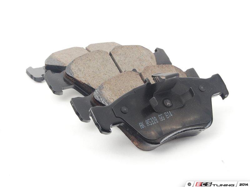 Akebono 0044200220 Front Euro Ceramic Brake Pad Set