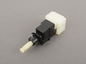 ES#2618922 - 0015452109 - Stop Lamp Switch - Located behind the brake pedal - Vaico - Mercedes Benz