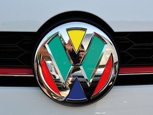 ES#3096443 - K19FR17 - Front Badge Inlay - Harlequin - 5-piece badge inlay set that can be applied without removing the badge - Klii Motorwerkes - Volkswagen