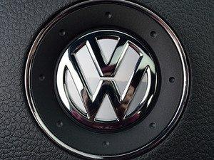 ES#3096529 - K25SW4 - Steering Wheel Badge Inlay - Candy White - 5-piece badge inlay set for your steering wheel emblem - Klii Motorwerkes - Volkswagen