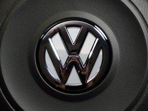 ES#3096534 - K26SW15 - Steering Wheel Badge Inlay - Pure White - 5-piece badge inlay set for your steering wheel emblem - Klii Motorwerkes - Volkswagen