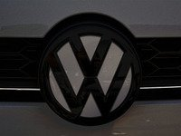ES#3102346 - K50FR17 - Front Badge Inlay - Limestone Gray Metallic - 5-piece badge inlay set that can be applied without removing the badge - Klii Motorwerkes - Volkswagen