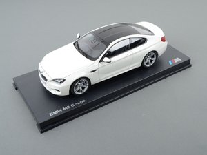 ES#2596818 - 80432218739 - 1:18 BMW M6 Coupe Scale Model - White - A perfect addition to any enthusiast's die-cast collection - Genuine BMW - BMW