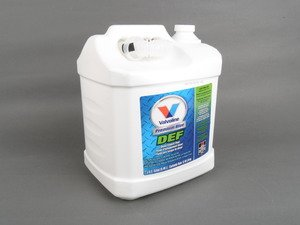 ES#3147691 - 729566 - AdBlue - 2.5 Gallons / 9.46 Liters - OE# G052910A2 - Comes with integrated funnel to help avoid any spilling - Valvoline - Audi BMW Volkswagen