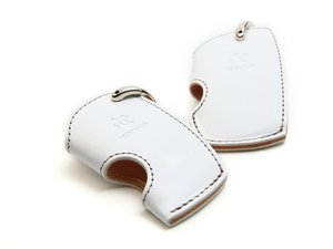 ES#3176020 - 7105-0132 - Large Key Case - White - Protect your keys & your interior with this stylish key case - 3D Design - BMW