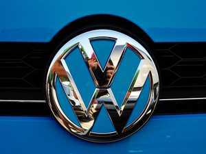 ES#3102308 - K36FR17 - Front Badge Inlay - Silk Blue Metallic - 5-piece badge inlay set that can be applied without removing the badge - Klii Motorwerkes - Volkswagen