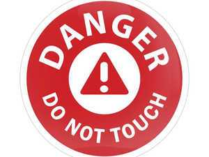ES#3246993 - CD0777 - GoBadges Car Grill Badge DANGER DO NOT TOUCH - Add a stylish design to your Go Badges holder or plate frame - Go Badges - MINI