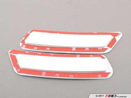 ES#3420894 - BM-0993-300 - Painted Front Bumper Reflectors - Alpine White - Clean up your M front bumper with paint matched reflectors - AUTOTECKNIC - BMW