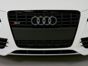 ES#2063906 - 8k0898012 - S4 Grille Kit - Black - Includes the grille assembly with matching plate filler - Genuine Volkswagen Audi - Audi